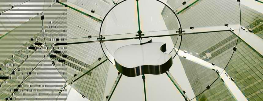 iPhone 14 : Un logo Apple suspendu dans un magasin de Shanghai, où les rumeurs concernant l'iPhone 14 vont bon train.